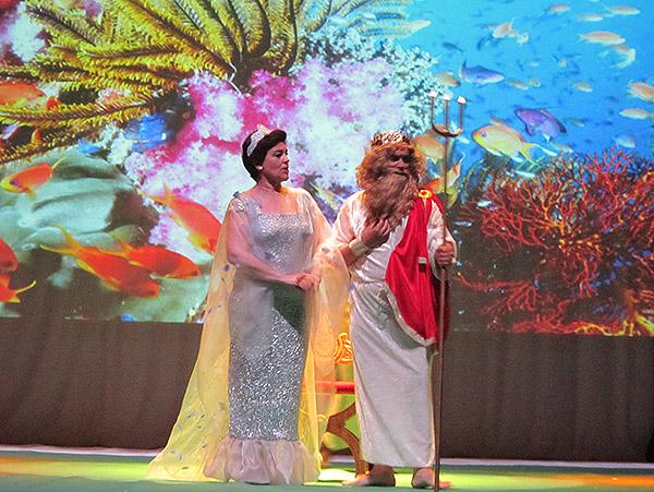 """Espectacular montaje de """"La Sirenita"""" para cerrar el curso de la Escuela Municipal de Teatro"""