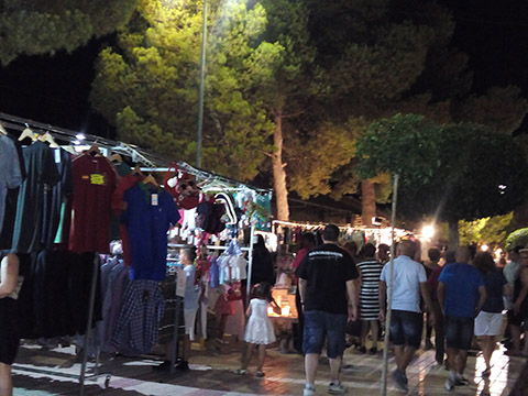 Éxito de participación, tanto de comerciantes como de clientes, en la I Feria de la Quema