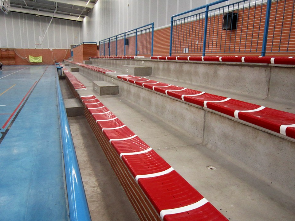 El entrenamiento en suspensión llega a las Actividades de Sala municipales. Mientras, el pabellón Cáceres renueva sus asientos