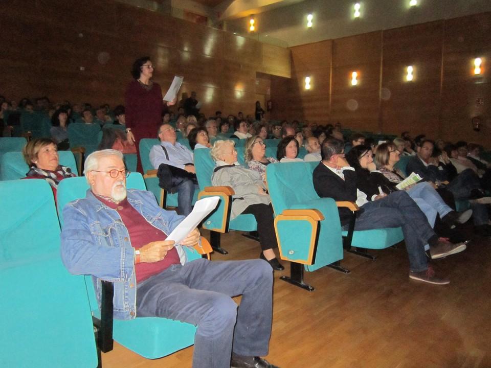 """El recuerdo a Bautista Serra y el musical """"Alicia, bébeme"""" abrieron el telón del Festival de Teatro Aficionado"""