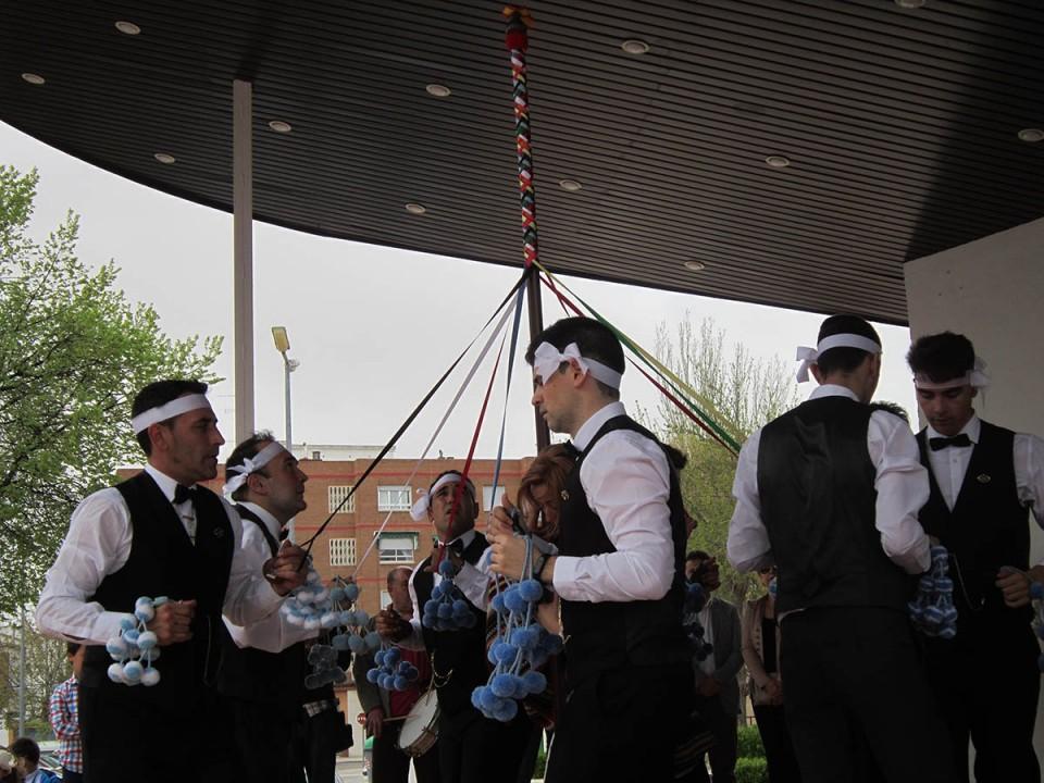 Los Danzantes del Cristo de la Viga se presentan al pueblo de Villacañas