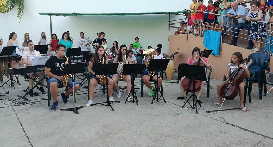Las III Jornadas Musicales Villacañeras se cerraron con un gran concierto en la Piscina Municipal