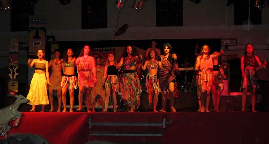 Gran éxito del musical Ubuntu, que abarrotó la plaza de España