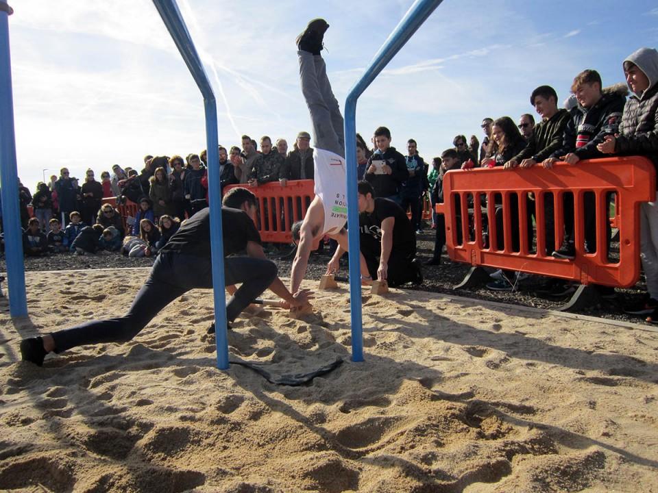 Exhibición de Pumptruck y Calistenia en la nueva zona de ocio y deporte de la calle Anchuras