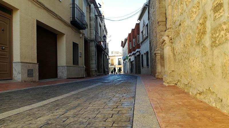 La calle La Iglesia luce ya su nueva imagen