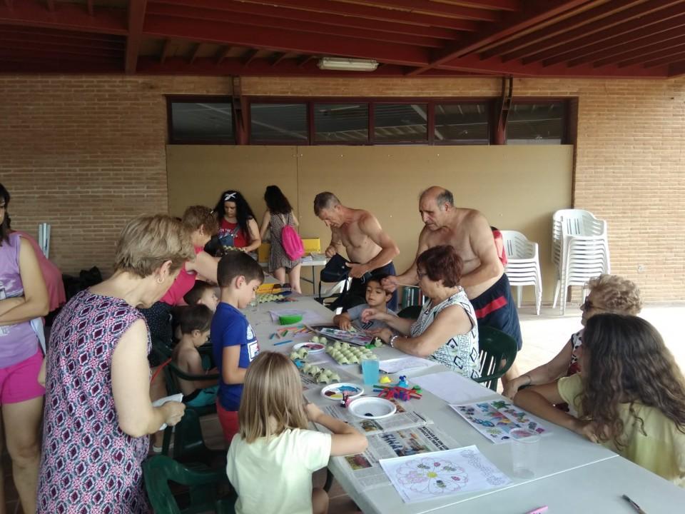 Abuelos y nietos celebraron juntos el Día de los Abuelos en la Piscina Municipal