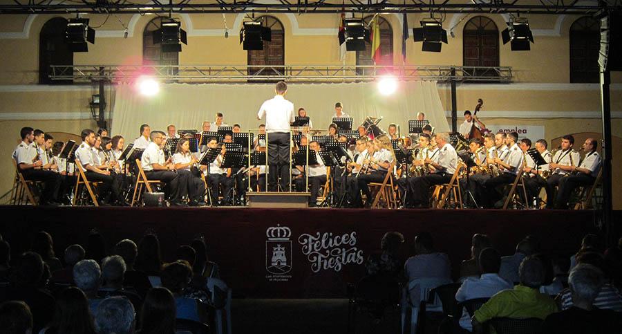 La Banda de Música no faltó a la cita con su Concierto de Feria