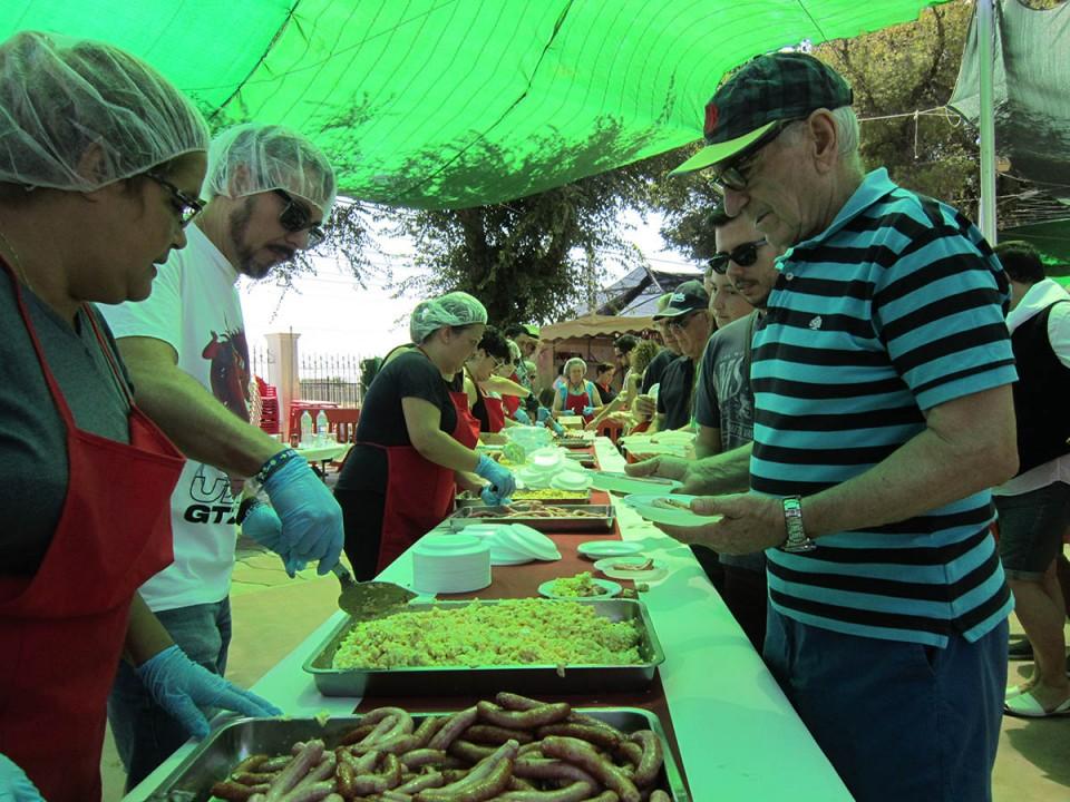 Gran domingo de Feria de Ausentes, huevos con salchichas...