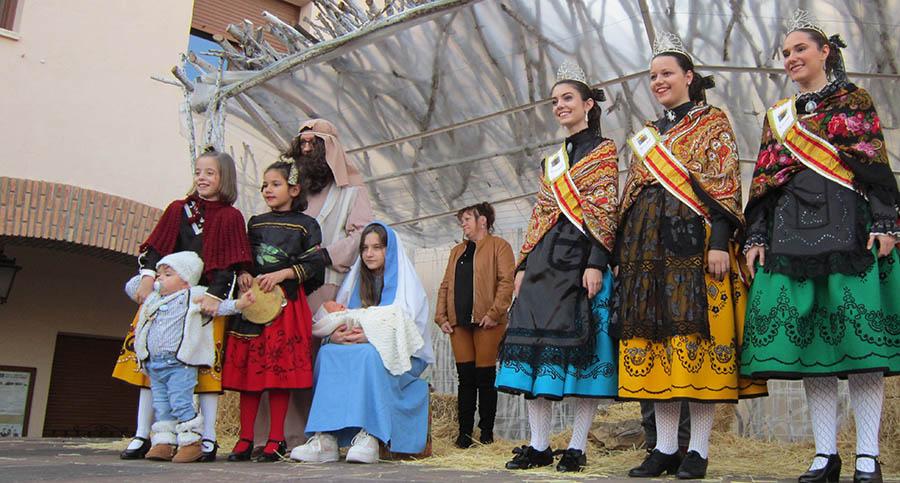 Bajada de la Virgen, San José y el Niño y Ofertorio de los Pastores en el portal de Belén de la plaza de España