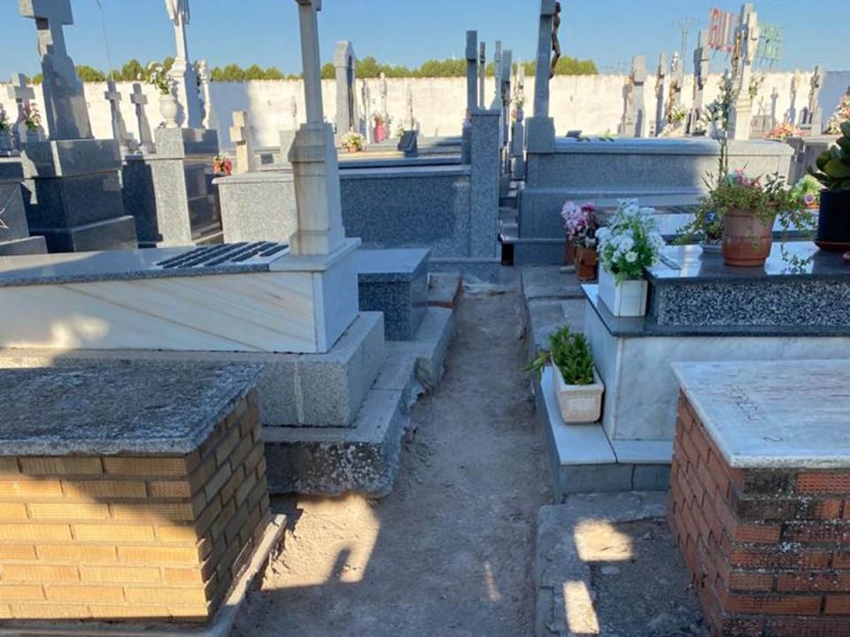 Labores de mejora y mantenimiento en el Cementerio Municipal