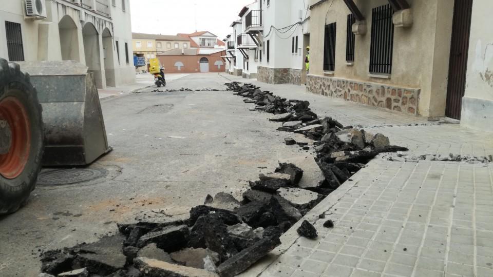 Renovación de la red de abastecimiento de agua en Ínsula Barataria y próxima actuación en la red de alcantarillado en la calle Mayor