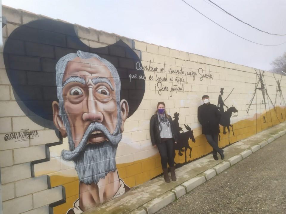 """Fin de semana de decoración de muros y portadas gracias al proyecto """"Rutas con Encanto"""" de la asociación Villacañas Cultural"""
