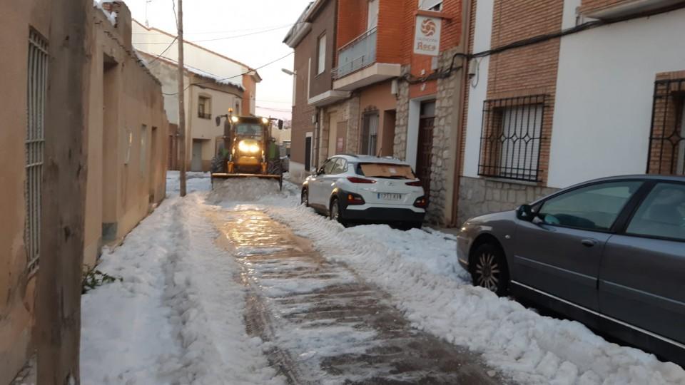 Siguen los riesgos por las bajas temperaturas que generan nieve congelada y placas de hielo