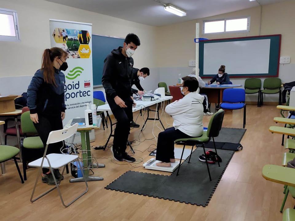 15 adultos-mayores participan en un proyecto online de actividad física, ejercicio físico y asesoramiento nutricional desde casa