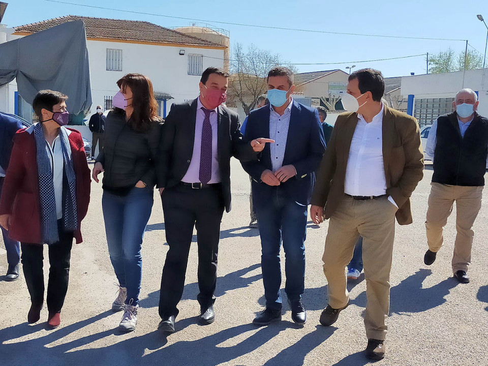 El consejero de Agricultura y la de Igualdad han visitado la cooperativa Ángel del Alcázar