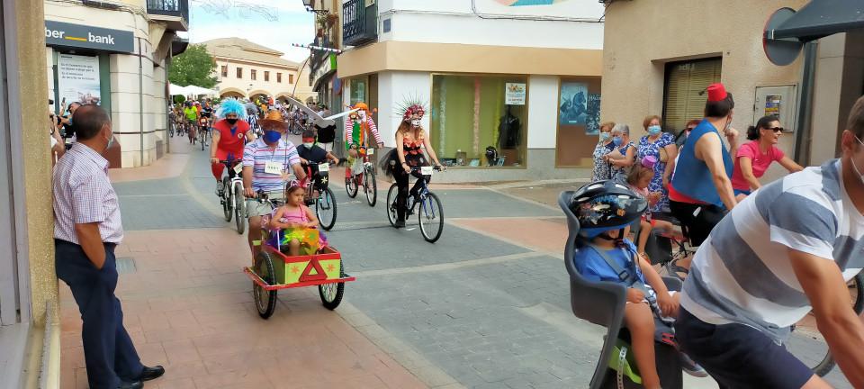 Paseo en bici por las calles de Villacañas en el Día de la Bicicleta
