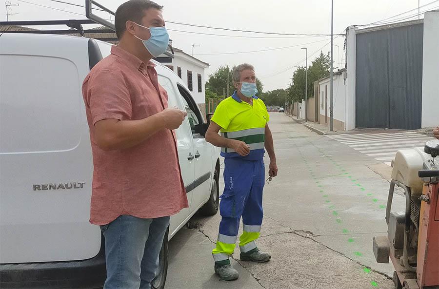 Trabajos previos para la renovación de la red de abastecimiento de agua en un tramo de la calle Sierra Morena